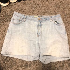 Demon size 12 St Johns Bay shorts